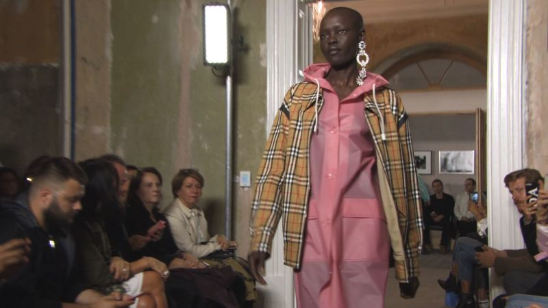 vogue london fashion week burberry spring  ready to wear