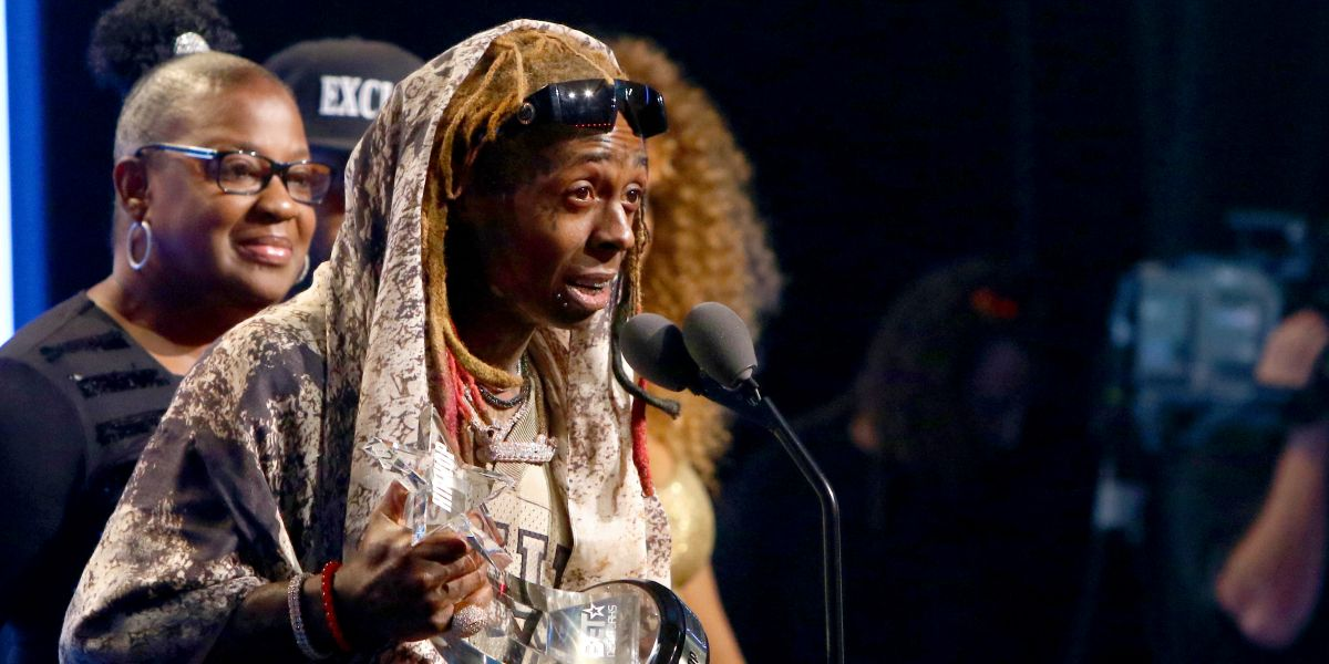 Lil Wayne Receives 'I Am Hip Hop' Award at 2018 BET Hip Hop Awards