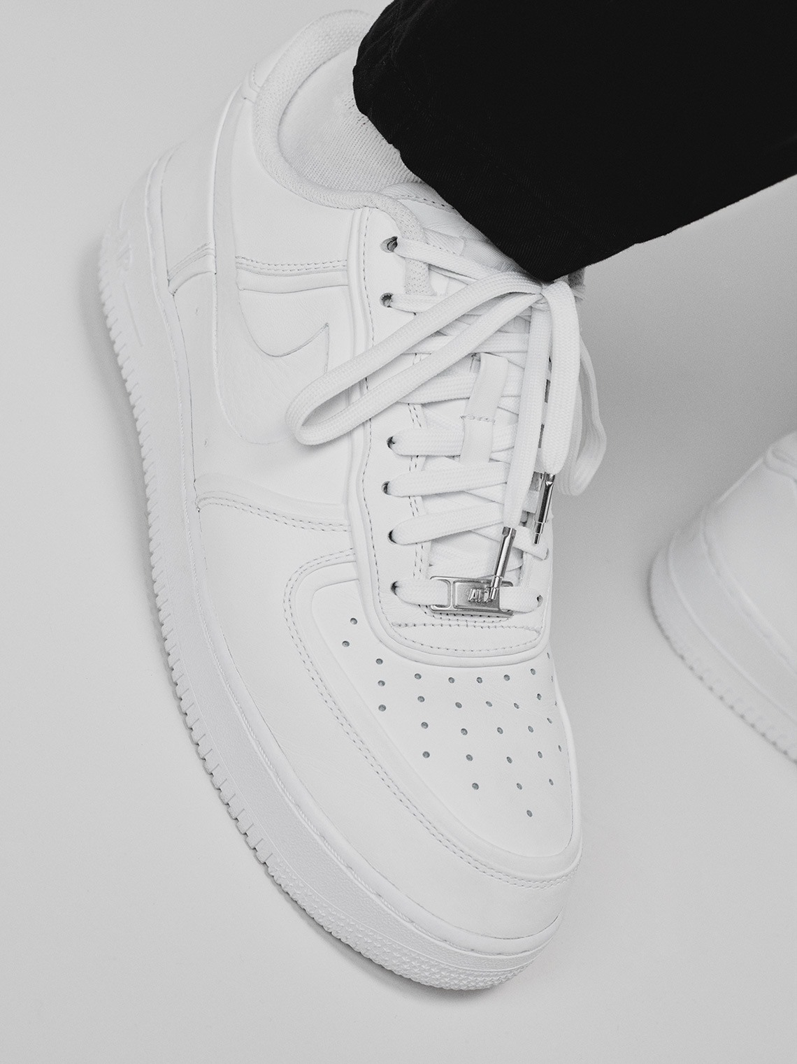a10f600aa7ab9 ... RTW Fall 2018 show back in February, the Cali-based creative is  actually adding truth to the talk with a new take on the ever-iconic Air  Force 1 Low.