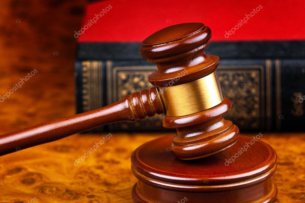 depositphotos  stockafbeelding hamer van een rechter in