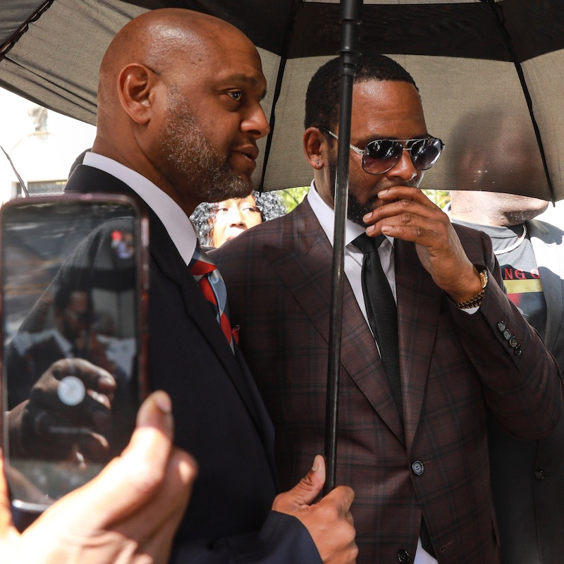 R  Kelly Reportedly Still Considers Himself a Legend in