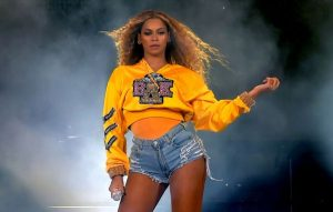 Beyonce Reveals She's 'Cooking Up Some Music'