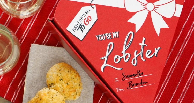 RedLobstertoSellHeart ShapeBoxesFilledWithBiscuitsforValentine'sDay