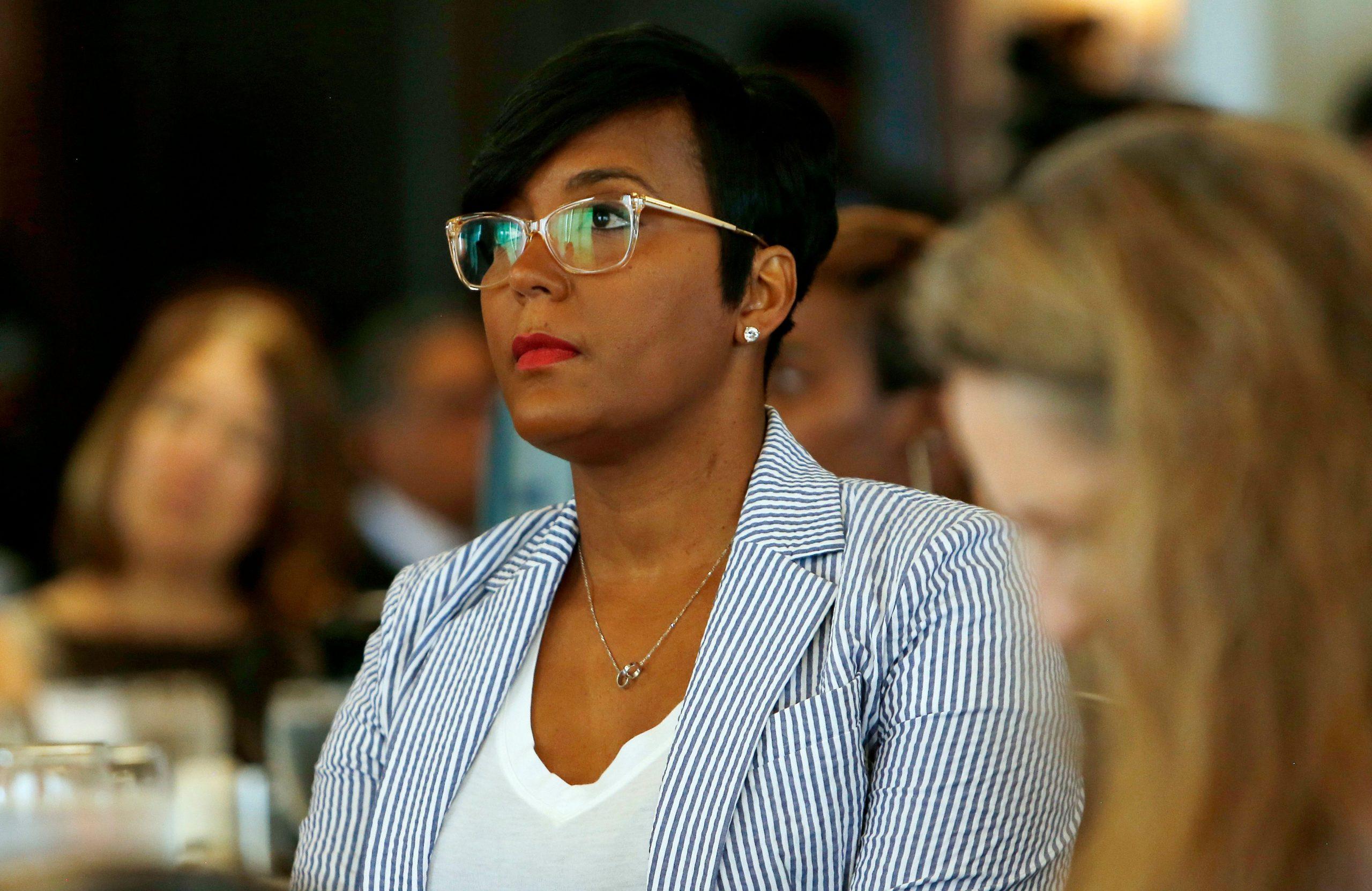ATL Mayor Keisha Lance Bottoms Signs Mask Mandate Executive Order