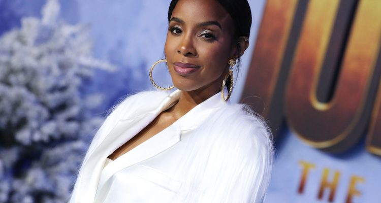 Kelly Rowland Reveals Pregnancy in Women's Health Magazine Cover Shoot