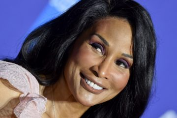 Beverly Johnson Recalls Editor Draining Pool After Fashion Shoot Because Shes Black