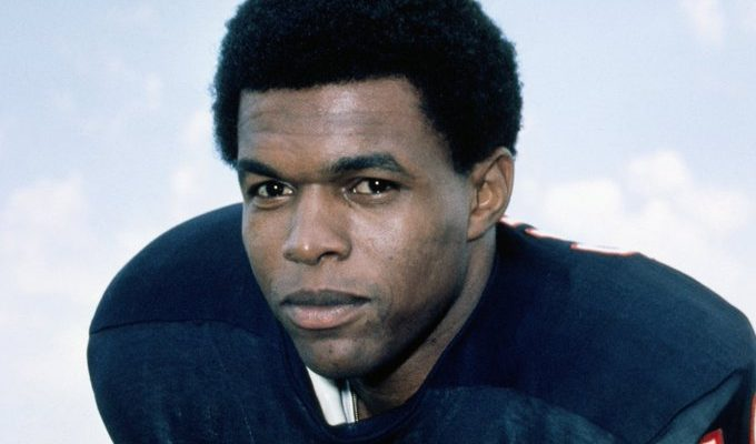 Chicago Bears Legend Gale Sayers Dead at 77 | The Source