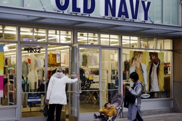 Old Navy Offers to Pay Employees to Volunteer to Be Poll Workers on Election Day