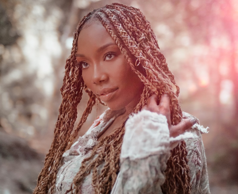 Brandy Gives Back in #CarolForACause Holiday Campaign