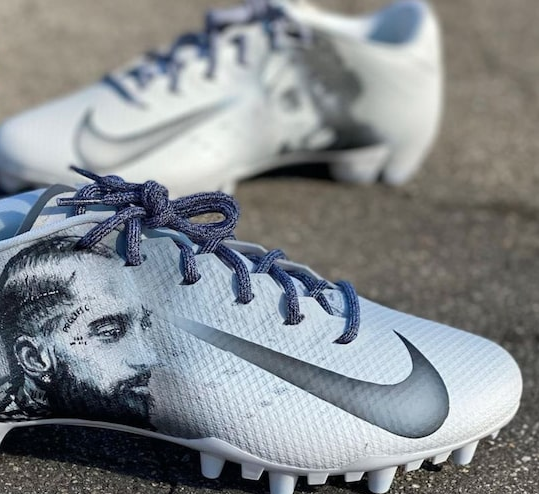 SOURCE SPORTS: Redskins RB J.D. McKissic Honors Tupac And Nipsey In New Cleat Design