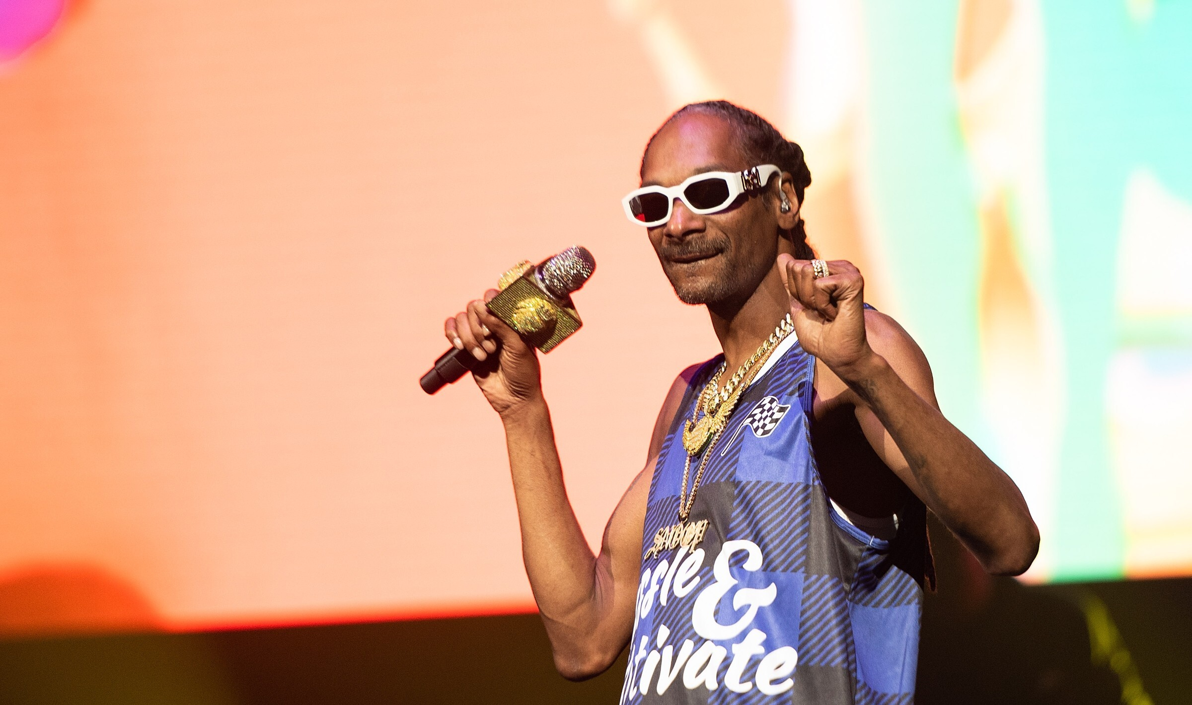 Snoop Dogg Clowns Joe Biden for Falling While Walking Up Air Force One