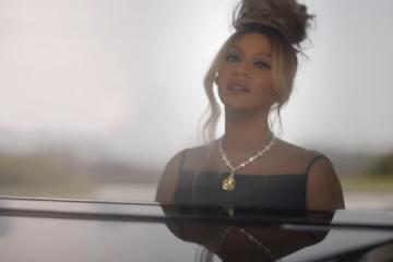 "Beyoncé Sings ""Moon River"" in New Tiffany & Co. Clip"