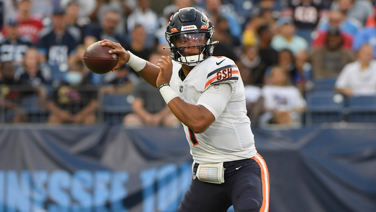 SOURCE SPORTS: Bears Rookie Quarterback Justin Fields To Get First Start On Sunday